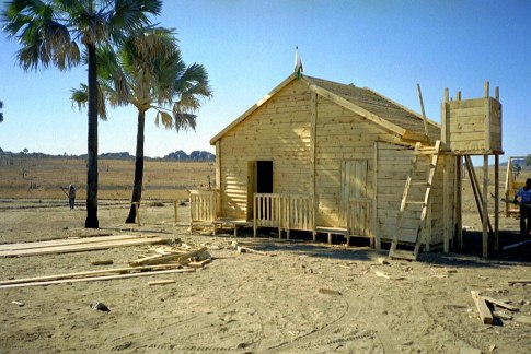Building of the John and Alain Darbellay's cottage in Ilakaka in 1999, sapphire rush in Madagascar